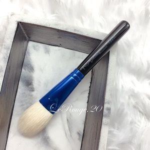 Mac 133se cheek brush blush highlighter contour